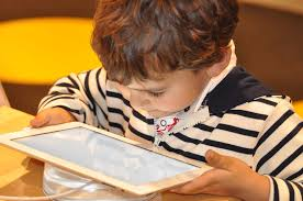child-and-ipad